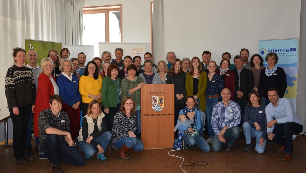 Gruppenbild mit Landrat Anton Speer und den ProjektpartnerInnen und TeilnehmerInnen am 2. transnationalen Klimapädagogen Workshop in Garmisch-Partenkirchen