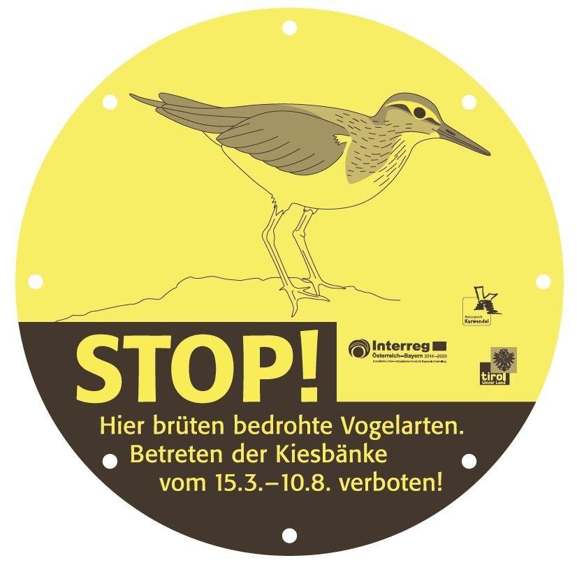 Beschilderung zum Betretungssverbot vom 15.3.-10.8. zum Schutz der bedrohten Vogelarten während der Brutzeit im Naturpark Karwendel.