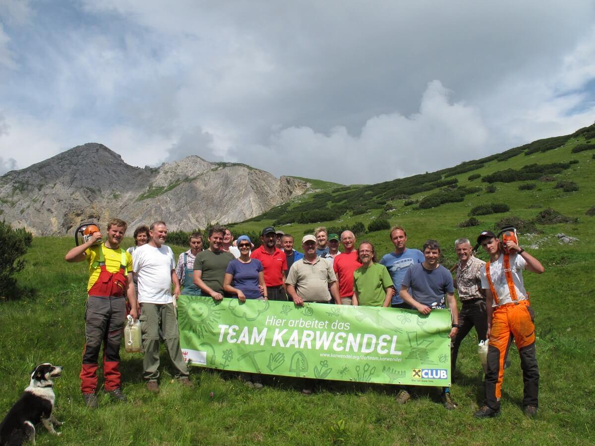 Team Karwendel bei Almpflegemaßnahmen auf der Ladiz Alm 2016