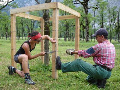Zaunbau beim Bergwaldprojekt 2010 am Großen Ahornboden