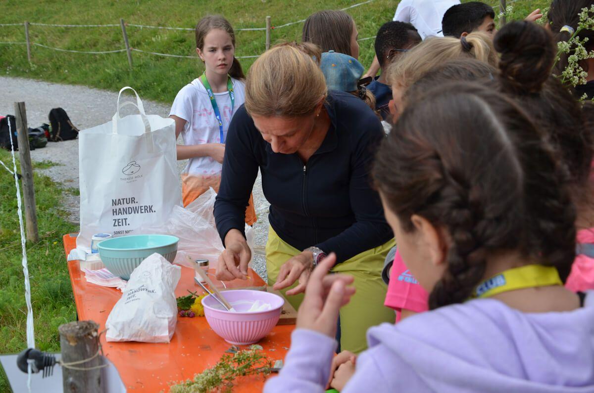 Schüler bei der Clean up Challenge 2017 auf der Arzler Alm