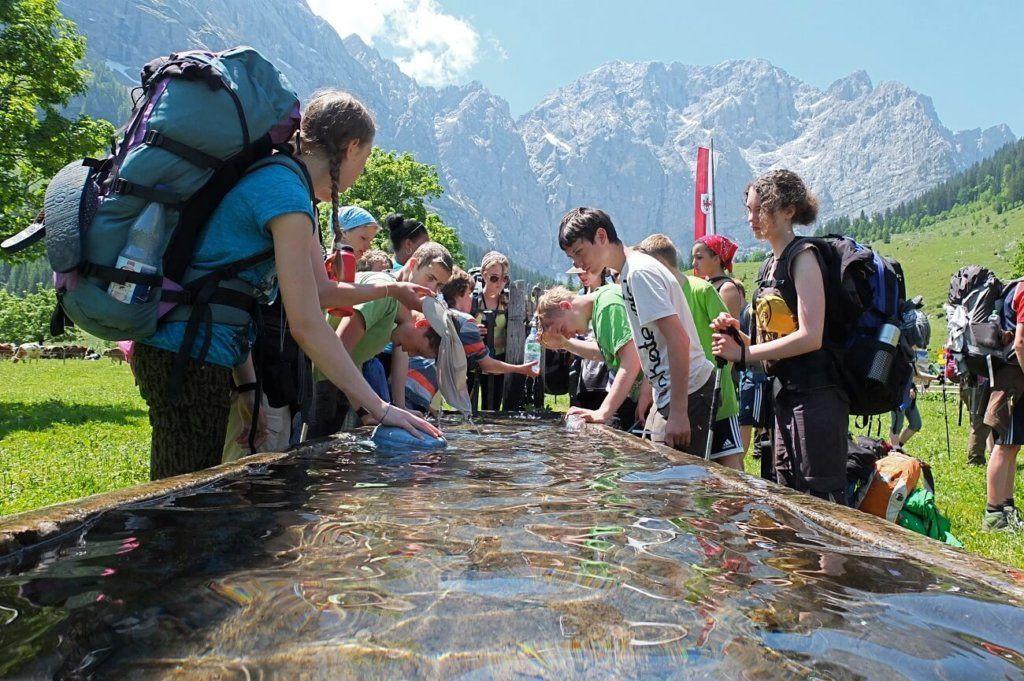 Hamburger SchülerInnen bei der Rast in der Eng auf der Expedtion Karwendel.