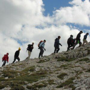 Schülergruppe auf dem Weg zum Großen Solstein bei der Expedition Karwendel.
