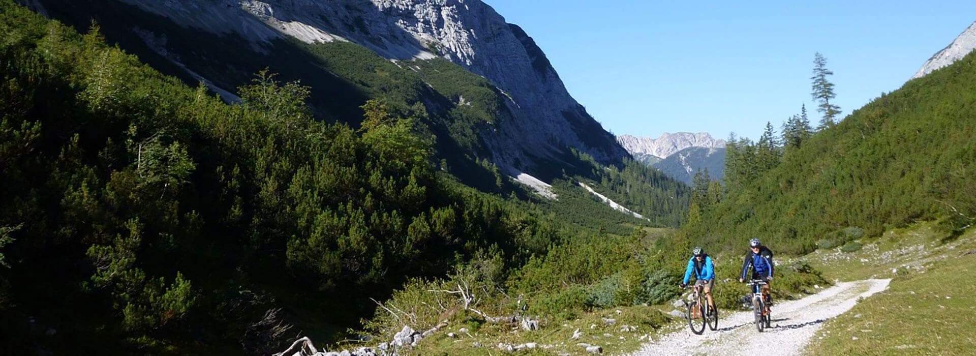 Zwei Mountainbiker im Hinterautal