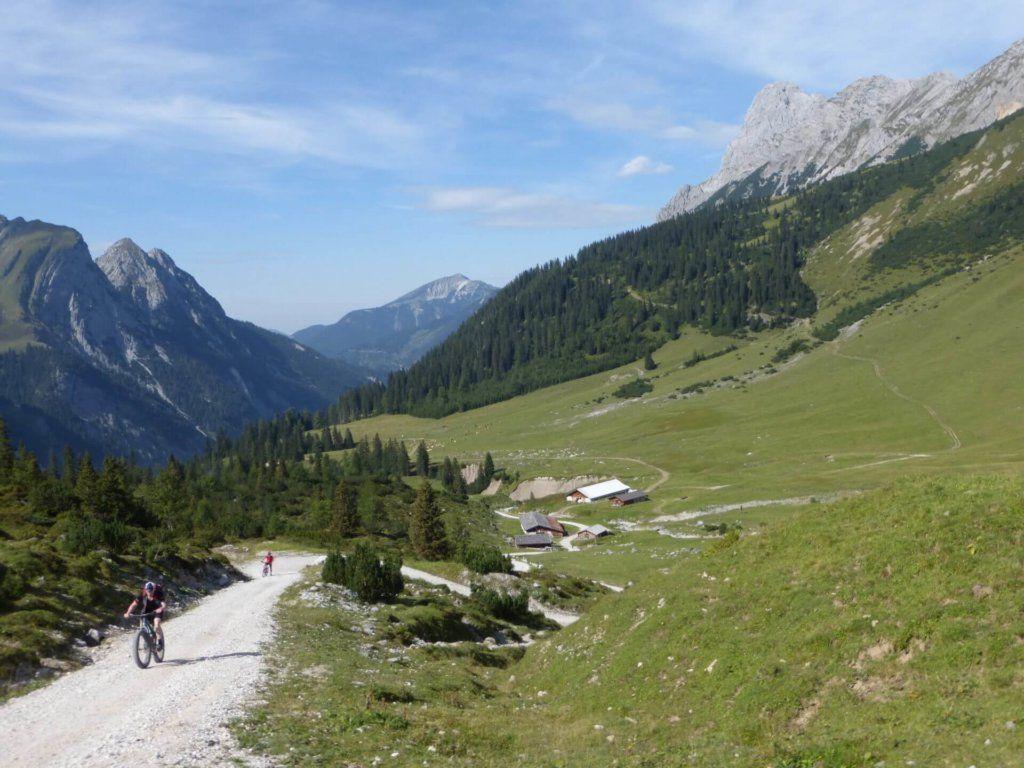mountainbiker bei der ladizalm