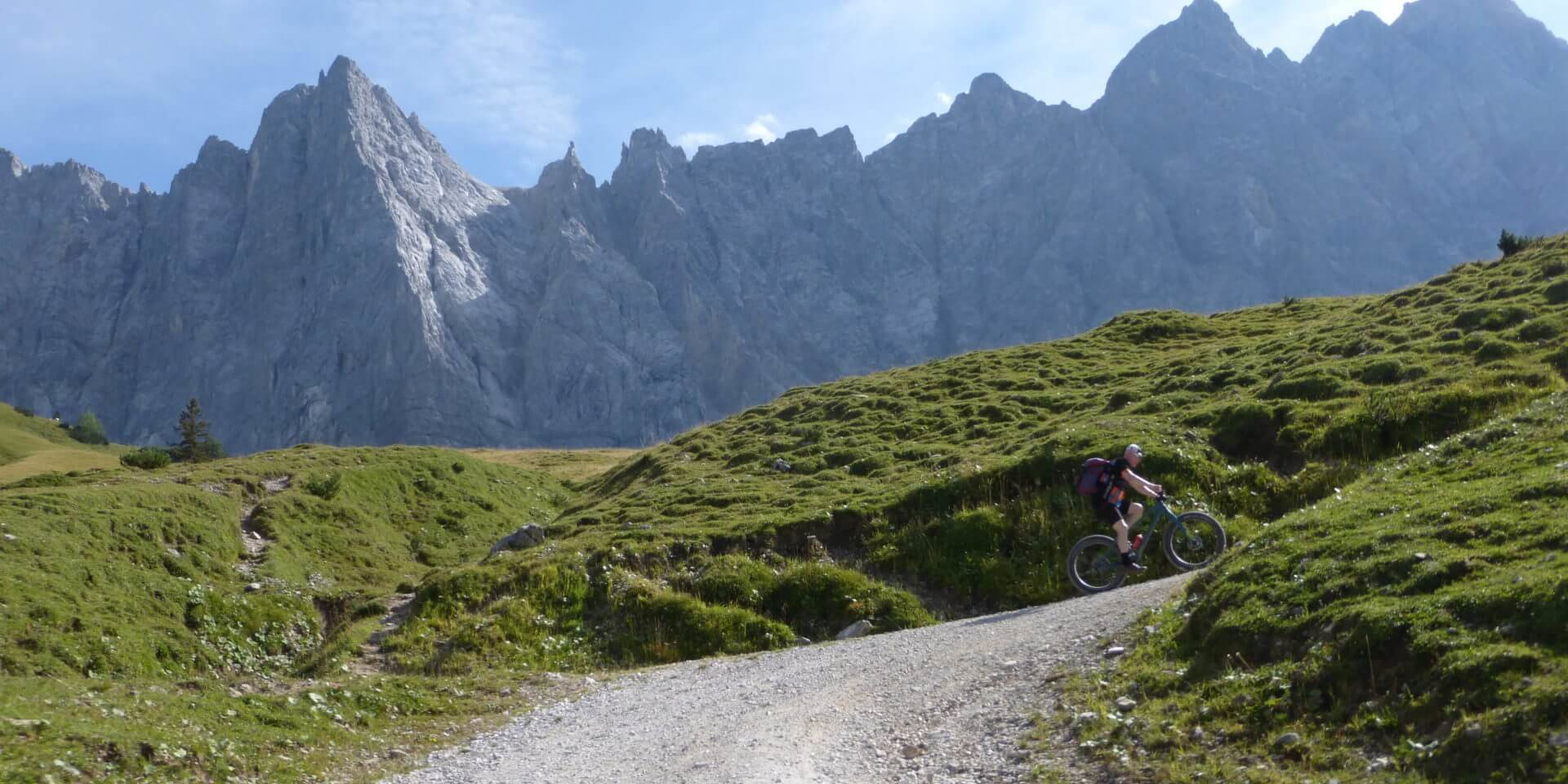 mountainbiker im johannestal
