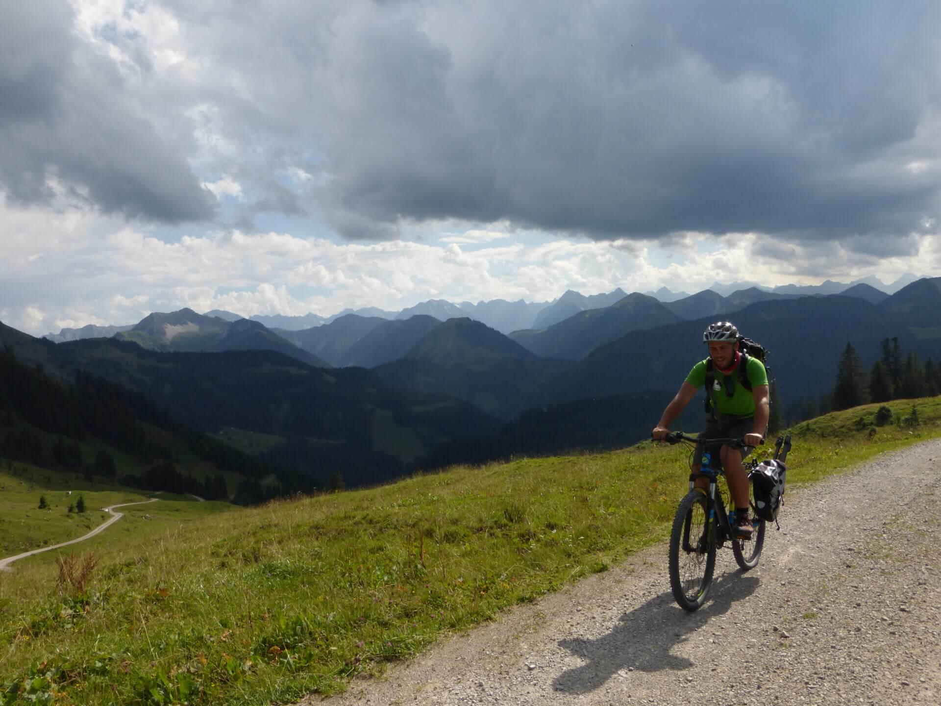 Mountainbiker auf der Route Rotwand - Bächenalm