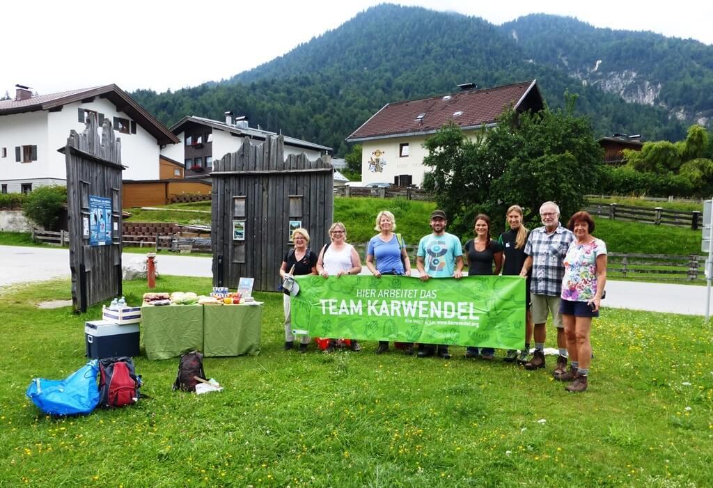 Das Team Karwendel bei der Müllsammelaktion an der Isar