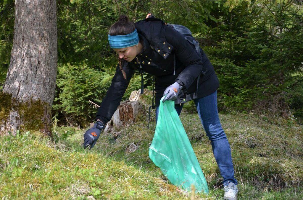 Müllsammeln in den Karweneltälern am Achensee