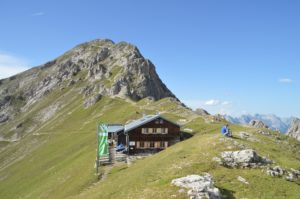 Außenansicht der Nördlinger Hütte (2.238m)