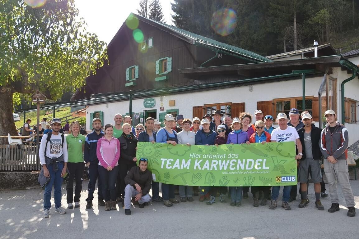 Das Team Karwendel vor der Arzler Alm