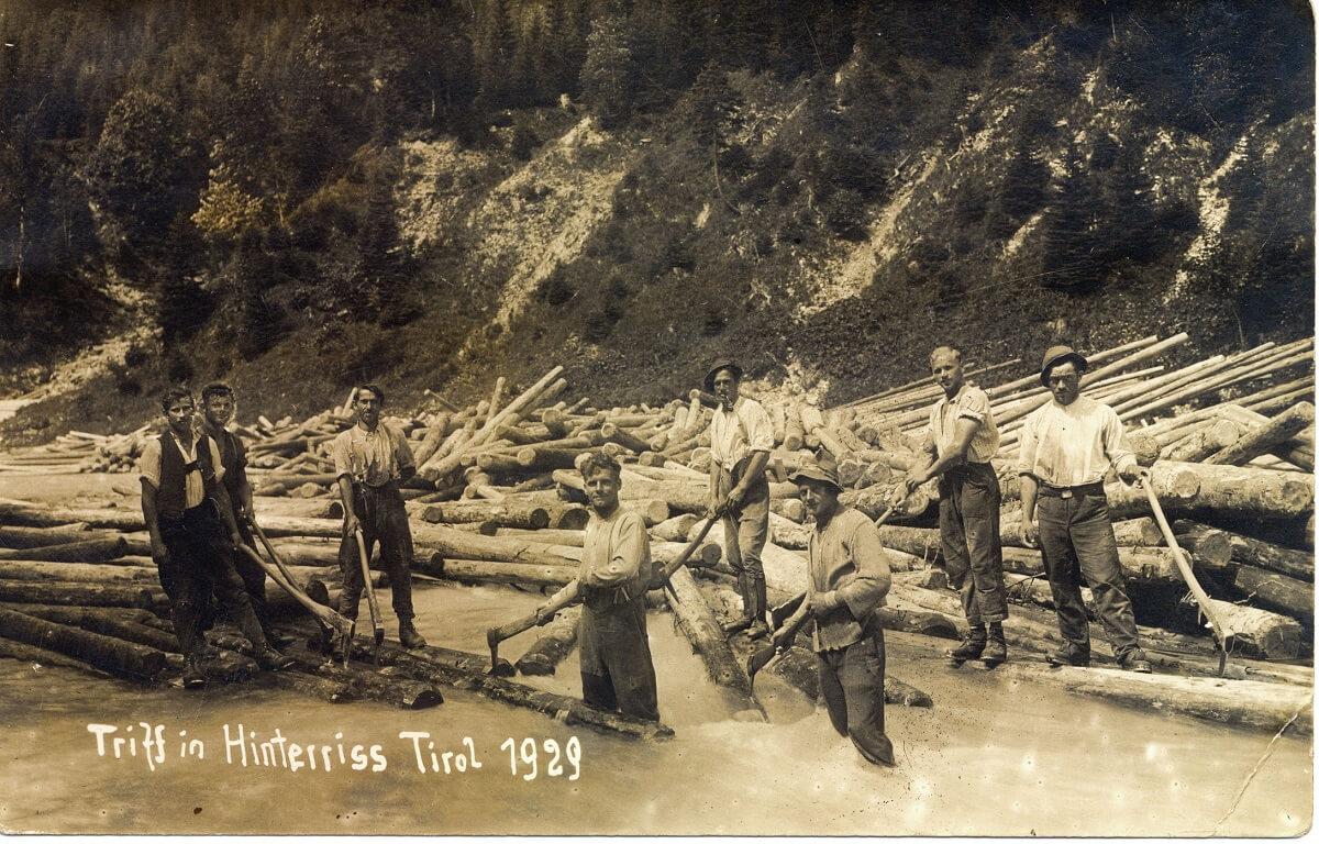 Holzarbeiter bei der Trift in Hinterriß 1929