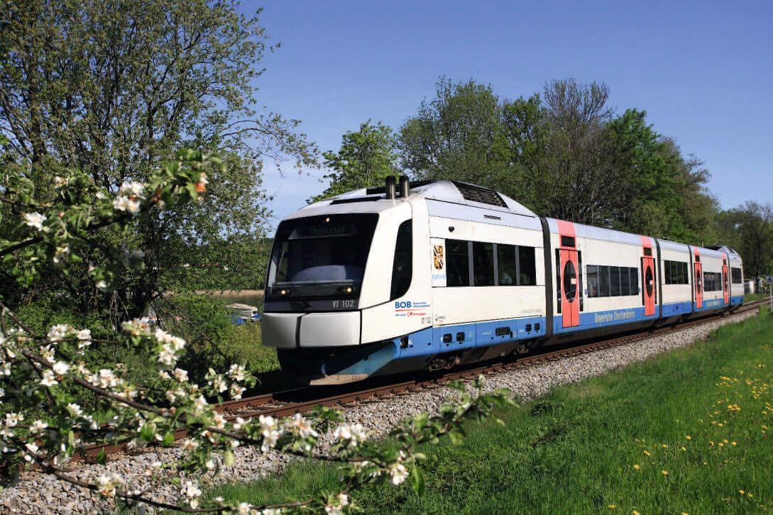 Zug der Bayrischen Oberlandbahn